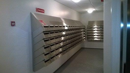 postilaatikot sisätiloissa